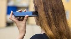 Il telefono fisso vince ancora su SMS, IM ed email