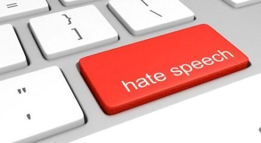 Germania approva la Legge Facebook, stop ai messaggi d'odio o social multati