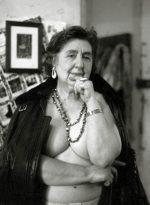 La pazza della porta accanto: storia di Alda Merini