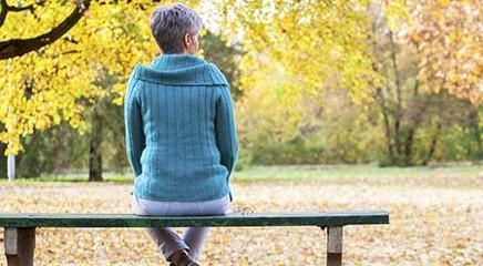 La solitudine e l'isolamento sociale accorciano la vita più dell'obesità