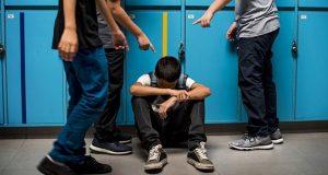 Bullismo a scuola: sequestrati abiti, casco e cellulari