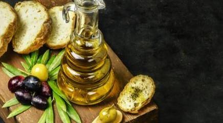 Perché mangiare pane e olio a merenda fa bene