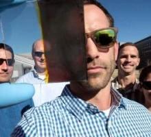 Le finestre fotovoltaiche che cambiano colore per produrre più energia pulita
