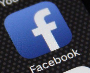 Facebook da oggi avviserà utenti con dati violati. Tinder, nuova grana per il colosso del web