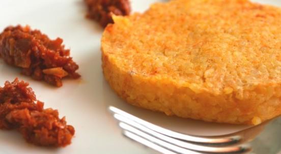 Hamburger vegetali di bulgur: la ricetta accompagnata da pesto di pomodori secchi