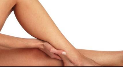 Cosa fare in estate per evitare il gonfiore alle caviglie