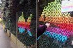 La street art che colora la città… con il punto a croce!