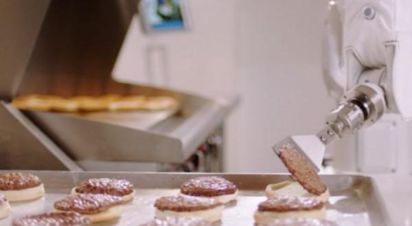 In Usa robot prepara hamburger di qualità