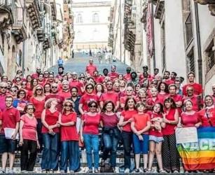 Una marea di solidarietà con la #magliettarossa