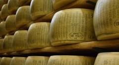 """Onu e Oms contro gli alimenti ricchi di grassi saturi: """"Parmigiano e prosciutto possono nuocere gravemente alla salute"""""""