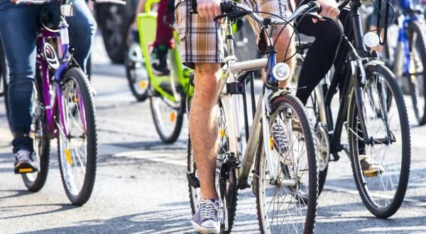 Più bici, meno auto: fa bene all'ambiente e all'economia del Paese