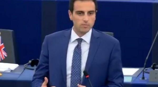 «Sparita» la laurea dal curriculum del portavoce M5S al Parlamento Europeo