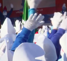 Germania, un raduno in blu: 2762 persone si travestono da Puffi e battono il record