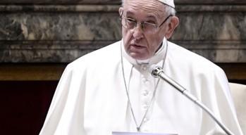 """Il Papa: """"Liberatevi dalla dipendenza del telefonino! Per favore"""""""