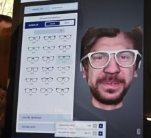 Torino, l'occhiale 4.0 creato al momento sul volto del cliente