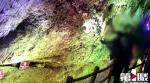 Come souvenir una stalattite di un milione di anni: turisti la staccano a colpi di pietra
