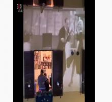 Coronavirus Roma, non solo musica: Ginger e Fred ballano sulla facciata del palazzo   VIDEO
