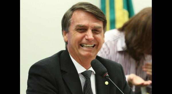 Coronavirus in Brasile, Bolsonaro licenzia il ministro della Salute: voleva il lockdown
