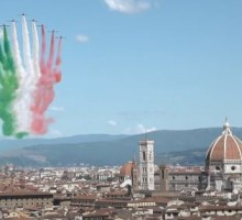 L'incanto delle Frecce Tricolori nel cielo di Firenze   VIDEO