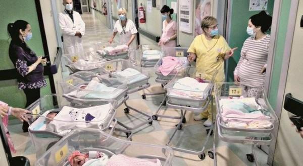 """Cremona """"simbolo di rinascita"""": 15 bambini nati in 24 ore"""