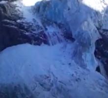 Svizzera, frana il ghiacciaio Turtmann: il momento del crollo | VIDEO