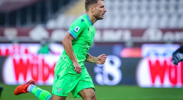 Immobile e Correa in gol, la Lazio passa a Crotone 2-0