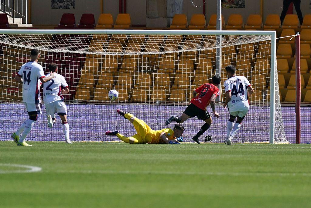 Il Cagliari vince lo spareggio salvezza, 3-1 a Benevento