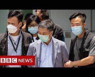 Hong Kong sends 500 officers in pro-democracy paper raid - BBC News