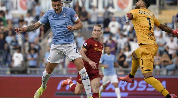 Lazio-Roma 3-2, Sarri batte Mourinho nel derby romano