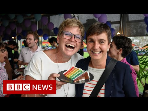 Swiss voters back same-sex marriage – BBC News